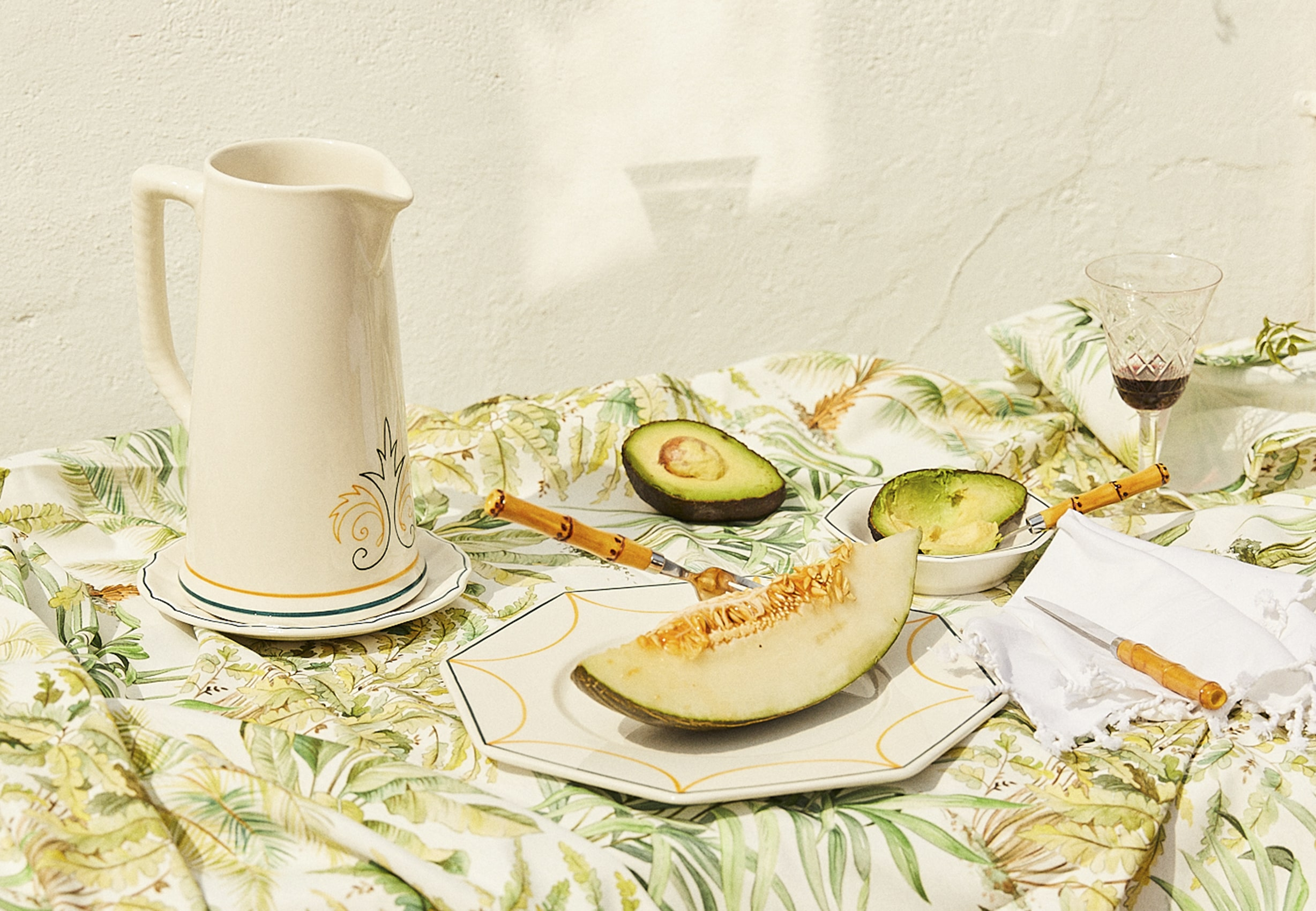 TABLEWARE: SURROUNDED BY CACTUSES AND PALM TREES